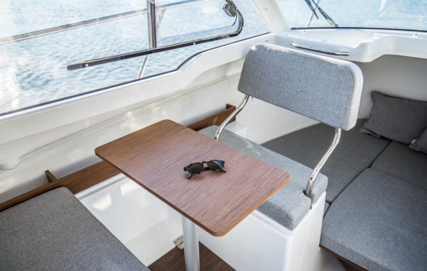 Beneteau Antares 6 Interior (1)