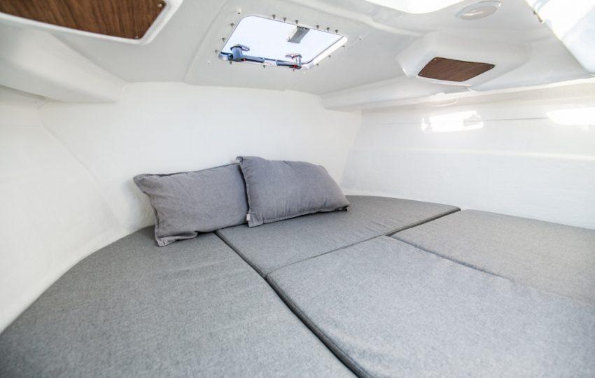 Beneteau Antares 6 Interior (2)