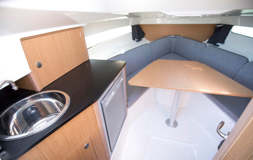 Beneteau F8 Interior (5)
