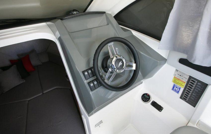 Karnic 2455 Interior (3)