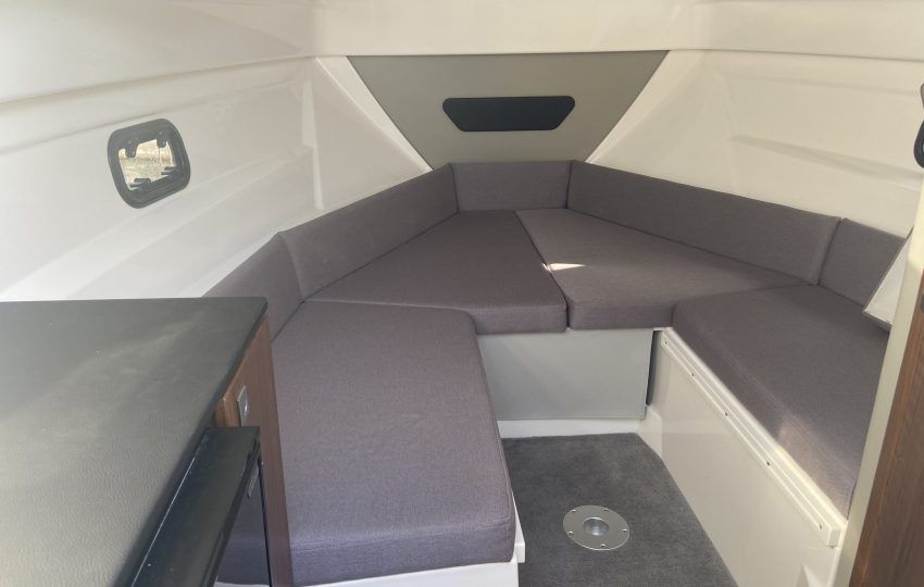 Karnic CS700 Interior (1)